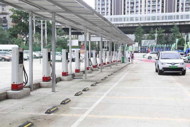 新能源汽车的大力发展,为何不能在加油站增设充电桩